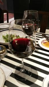 新年会で赤ワイン