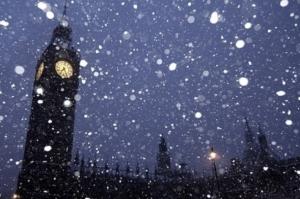 粉雪と時計台の無料画像
