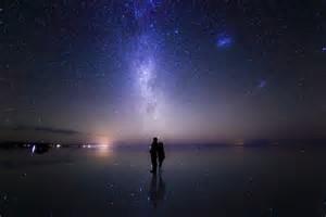 宇宙を見上げる二人